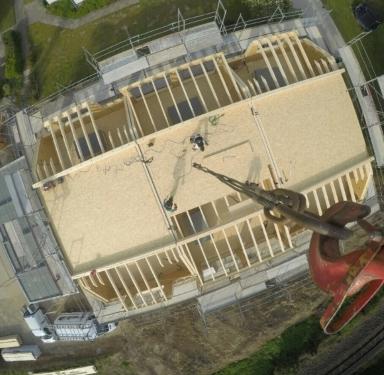 Foto aus dem Kran - Holzhaus Bau