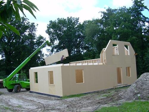 Kurze Bauzeiten und schnelle Aufstellung mit Holzrahmenbau