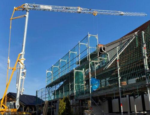 (Noch ein) neuer Baukran für die ZHG Holz & Dach